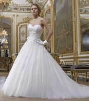шикарное свадебное платье со шлейфом есть фата